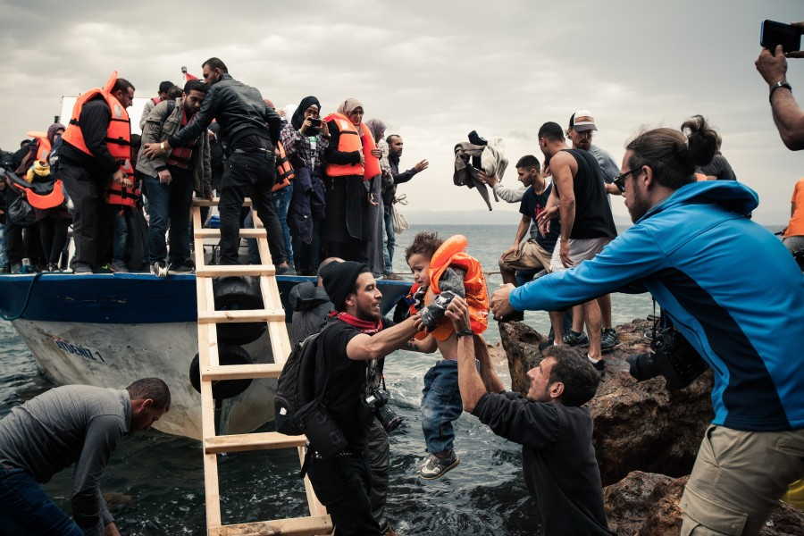 Antonio Masiello helps refugees on the island of Lesbos (far right) Photo: Johannes Moths