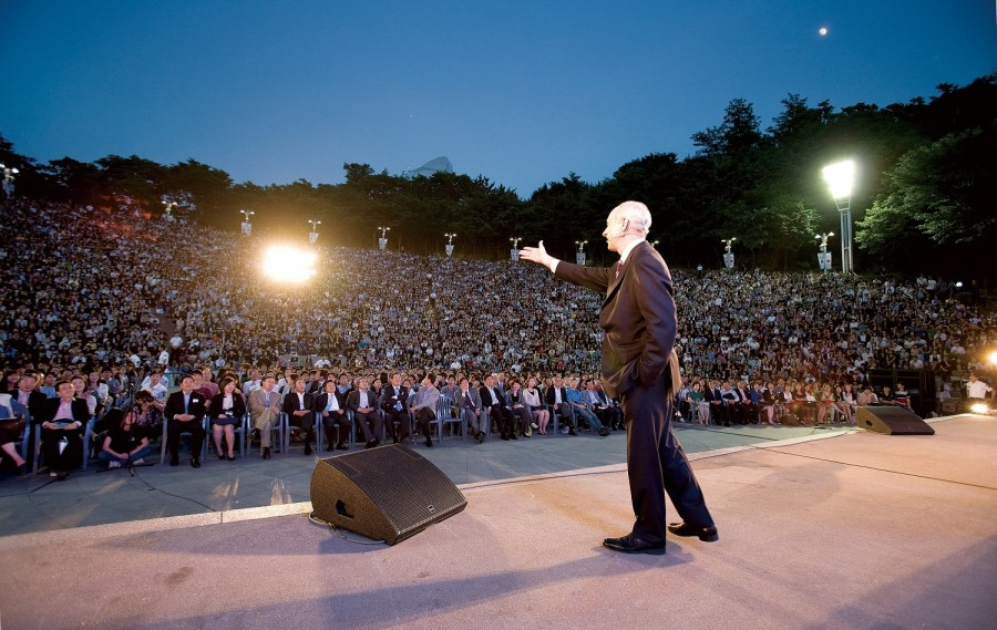 lecture-to-14000-in-seoul-s.-korea-1